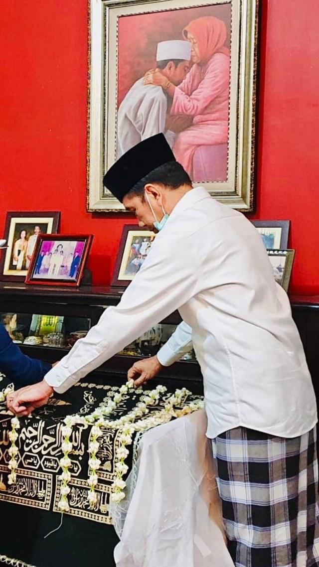 Sudjiatmi Notomihardjo, Sang Pengukir Hati Jokowi (511493)