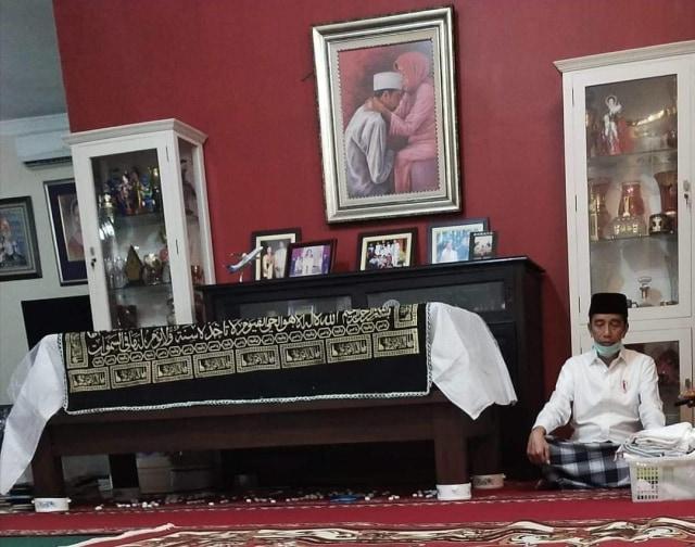 Sudjiatmi Notomihardjo, Sang Pengukir Hati Jokowi (511494)