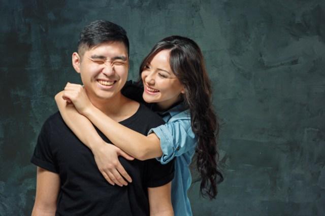 smiling-korean-couple-gray_155003-626.jpg
