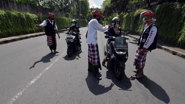 Virus Corona- Pencalang Bali melakukan razia