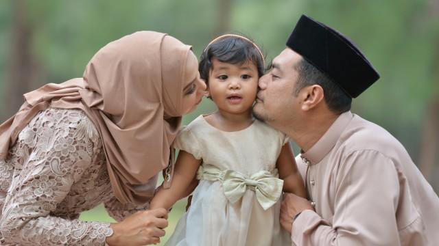 Parenting Islami: 4 Hadis tentang Keutamaan Memiliki Anak Perempuan (124444)