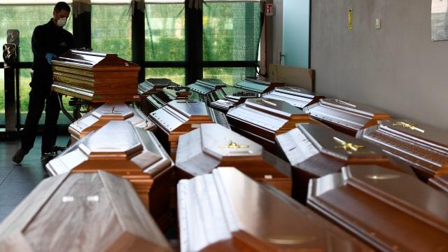 peti mati di italia untuk korban corona