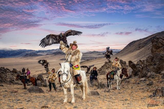 Mengenal Suku Kazakh, Para Pemburu yang Berteman dengan Elang Emas di Kazakhstan (3)