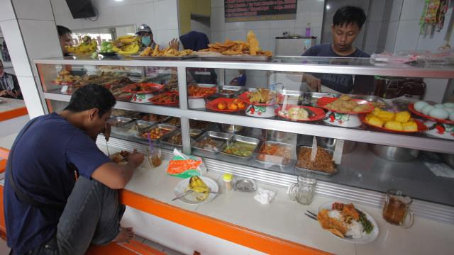 Bantuan di PPKM Level 4: Warteg Dapat Rp 1,2 Juta; Subsidi Pekerja Rp 500 Ribu (93583)