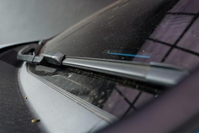 Gerak Wiper Mobil Lambat saat Hujan, Bisa Jadi Ini Penyebabnya (8016)