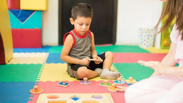 Ilsutrasi anak dengan autisme.