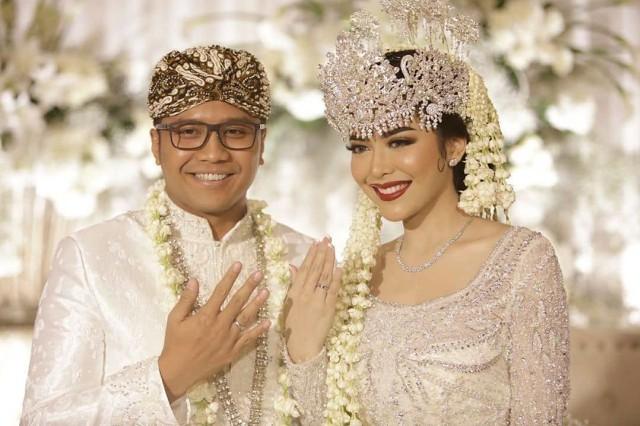 5 Potret Pesta Pernikahan Mewah Rica Andriani yang Digelar saat Marak Corona (93672)
