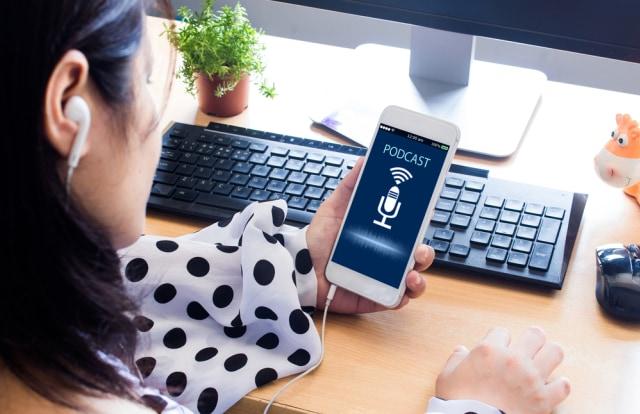 Bikin Semangat, Ini 7 Rekomendasi Podcast yang Wajib Didengar Perempuan (94917)