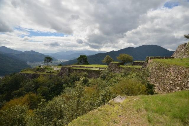 Intip Reruntuhan Kastil Kuno di Atas Awan yang Dijuluki Machu Picchu-nya Jepang (78945)