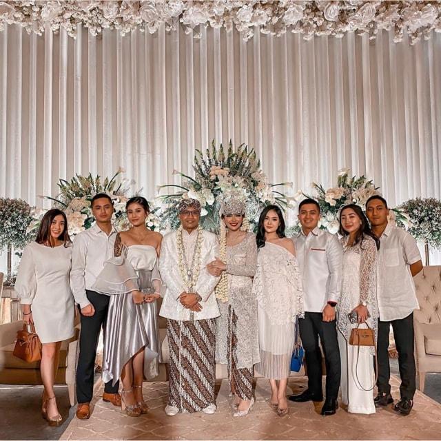 5 Potret Pesta Pernikahan Mewah Rica Andriani yang Digelar saat Marak Corona (93674)
