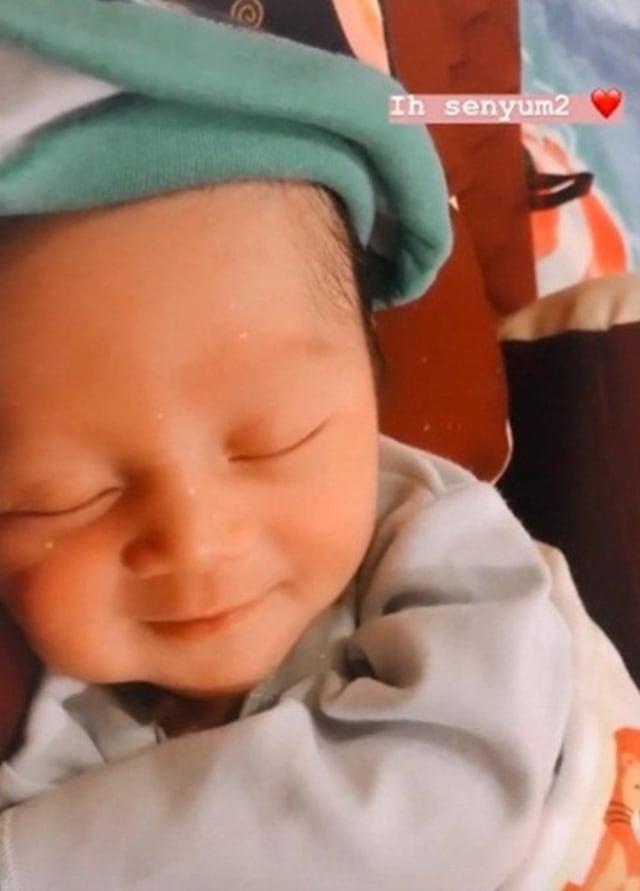 5 Potret Menggemaskan Aden Arliando, Anak Mandra 'Si Doel' yang Baru Lahir (572323)