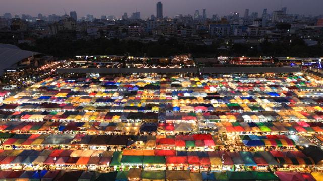 Train Night Market Ratchada Bangkok Akan Tutup Permanen? (671923)