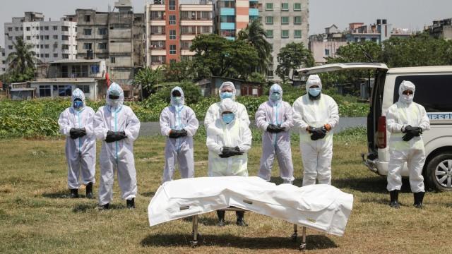 Anji Kritik Foto Jenazah COVID-19, Ini Alasan Mayat Korban Corona Pakai Plastik (2104)