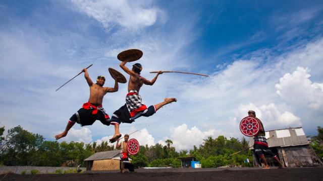Ini 5 Tradisi Unik Suku-suku di Indonesia Ketika Meminta Hujan (281933)