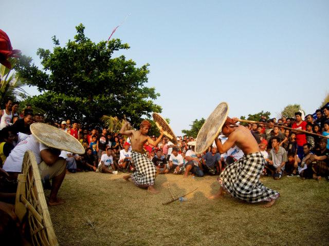 Ini 5 Tradisi Unik Suku-suku di Indonesia Ketika Meminta Hujan (281932)