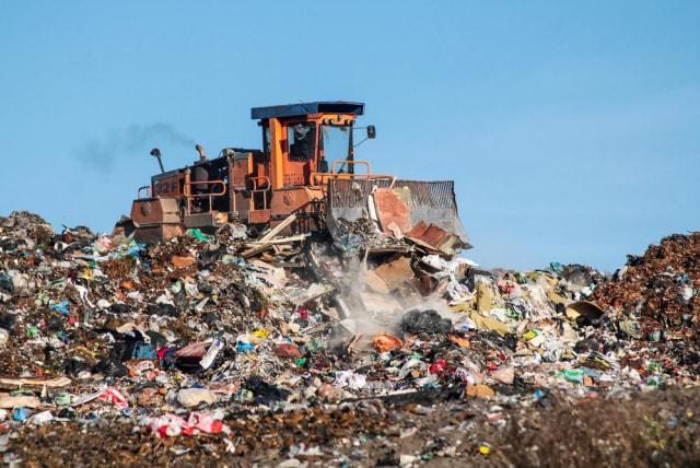 6 Aksi Nyata Ubah Plastik Jadi Produk Bernilai  (381767)