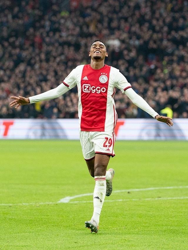 Ryan Gravenberch, Darah Muda nan Merekah Milik Ajax Amsterdam (728080)