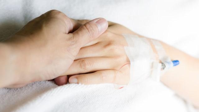 Kisah Haru Suami yang Temani Istri Kemoterapi di Tengah Pandemi Corona (235)