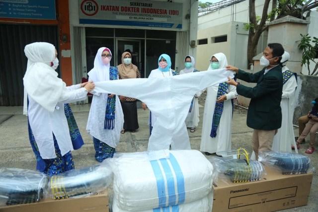 Pereumeun Doto Beuseulamat Nibak Taeun Corona, BMKT Joek APD keu Awak IDI Aceh (29147)