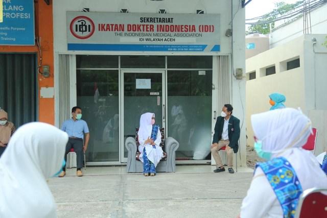Pereumeun Doto Beuseulamat Nibak Taeun Corona, BMKT Joek APD keu Awak IDI Aceh (29148)