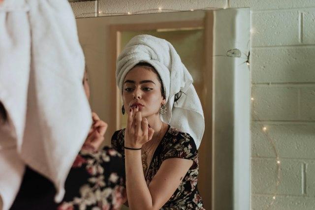5 Langkah Makeup Natural Hanya dalam 5 Menit (30420)
