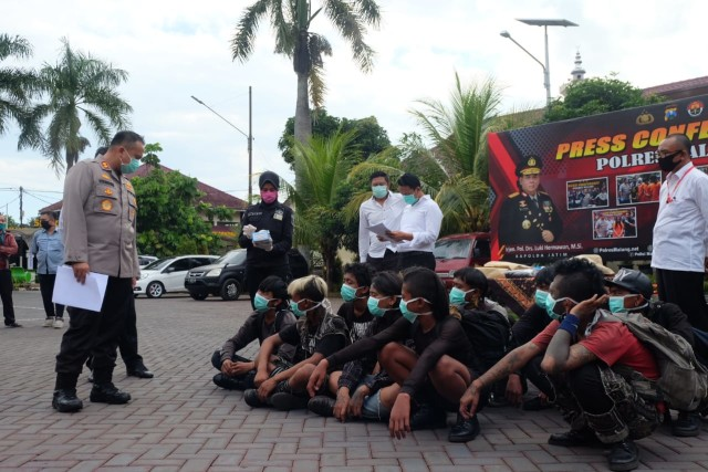"Vandalisme ""Bubarkan Negara"", 10 Terduga Anarko di Tangkap di Malang (145511)"