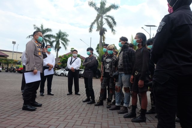"Vandalisme ""Bubarkan Negara"", 10 Terduga Anarko di Tangkap di Malang (145512)"