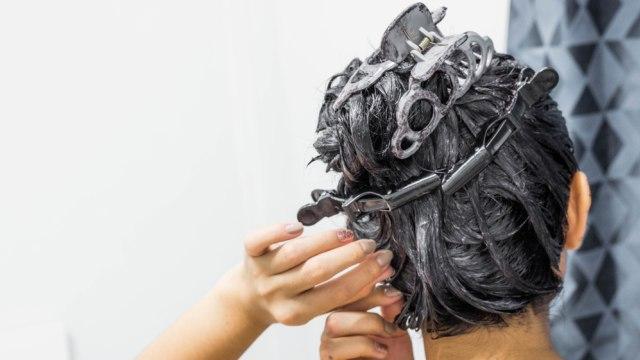 5 Kesalahan yang Sering Dilakukan saat Mewarnai Rambut di Rumah (53016)