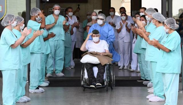 Kabar Corona Dunia: Duterte Tetap Beli Vaksin Sinovac; Tim WHO Tiba di Wuhan (124376)