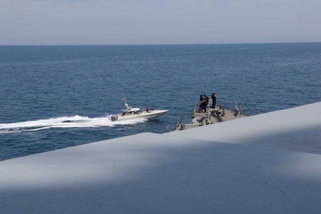 z6kgrwukovs9cbjopg59 - Kapal Garda Revolusi Iran 'Kerubuti' Kapal Perang AS di Teluk