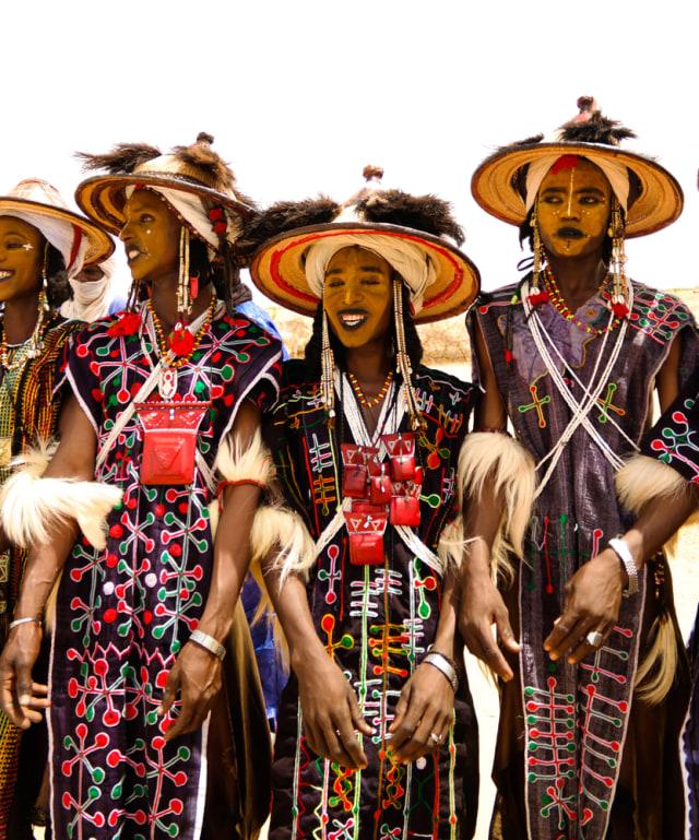 Kontes Ketampanan Hingga Menyelinap Kamar, Ini 4 Tradisi Cari Jodoh di Dunia (2384)