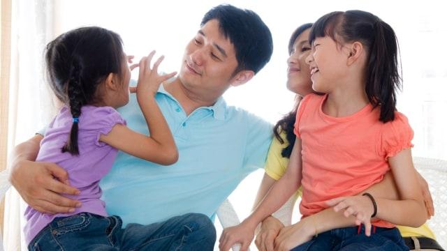 Tips Menjalani Waktu Menyenangkan Bersama Keluarga dan Pasangan saat WFH (121163)
