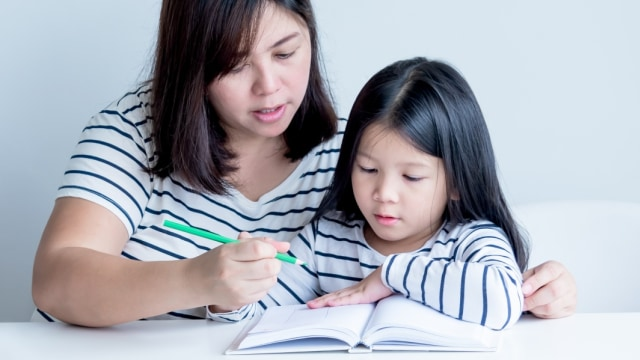 Pentingnya Kelola Stres Selama #diRumahAja demi Anak! Ini Kata Psikolog (40209)