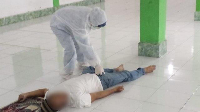 Pria di Bogor Meninggal saat Salat Jumat Rakaat Kedua, Jemaah Panik Berhamburan (338080)