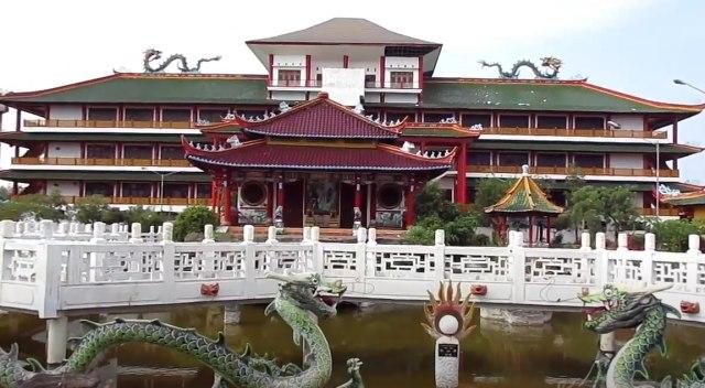 Di Kelenteng Kwan Sing Bio Patung Dewa Tertinggi Se-Asia Tenggara Berdiri (4961)
