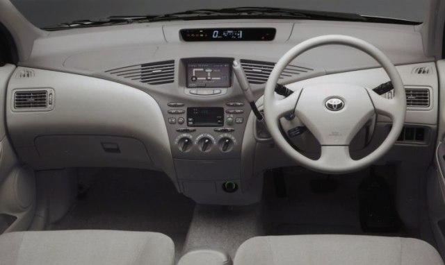 Toyota Prius: Sang Pionir Mobil Hybrid (198659)