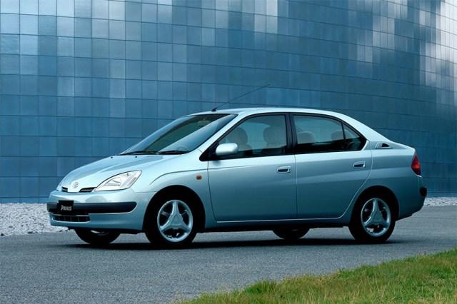 Toyota Prius: Sang Pionir Mobil Hybrid (198658)