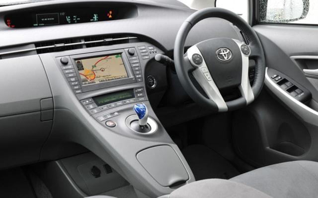 Toyota Prius: Sang Pionir Mobil Hybrid (198666)