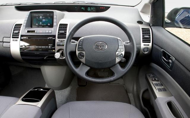 Toyota Prius: Sang Pionir Mobil Hybrid (198663)