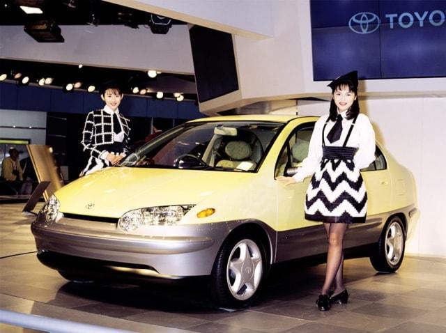 Toyota Prius: Sang Pionir Mobil Hybrid (198656)