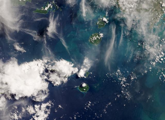 NASA Ungkap Foto Menakjubkan Erupsi Gunung Anak Krakatau (43681)