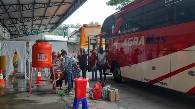 Ganjar Siapkan Antisipasi Pemudik Imbas PSBB Ketat Jakarta (8601)