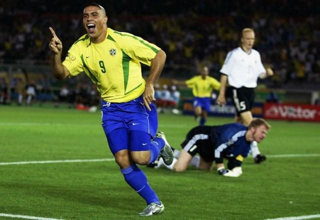 Respons Ronaldo Nazario de Lima Saat Dibandingkan dengan Cristiano Ronaldo (13772)