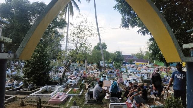 Dampak Corona: Tradisi Ziarah Kubur Jelang Ramadan di Tanjungpinang Sepi (211954)