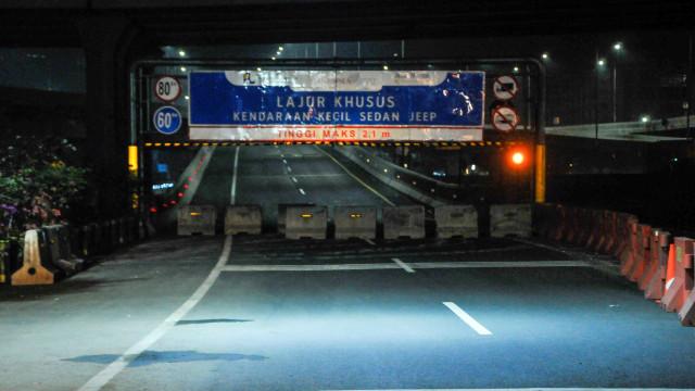 Foto: Penyekatan dan Penutupan Tol Layang Jakarta-Cikampek (34365)