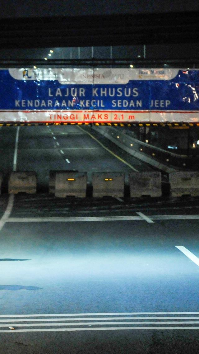 Foto: Penyekatan dan Penutupan Tol Layang Jakarta-Cikampek (34364)