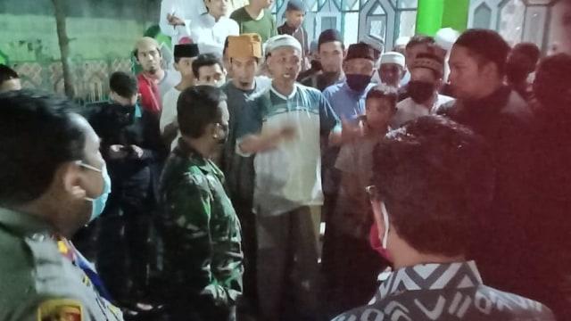 Ramai Warga di Makassar Tolak Masjid Ditutup Selama PSBB (24613)