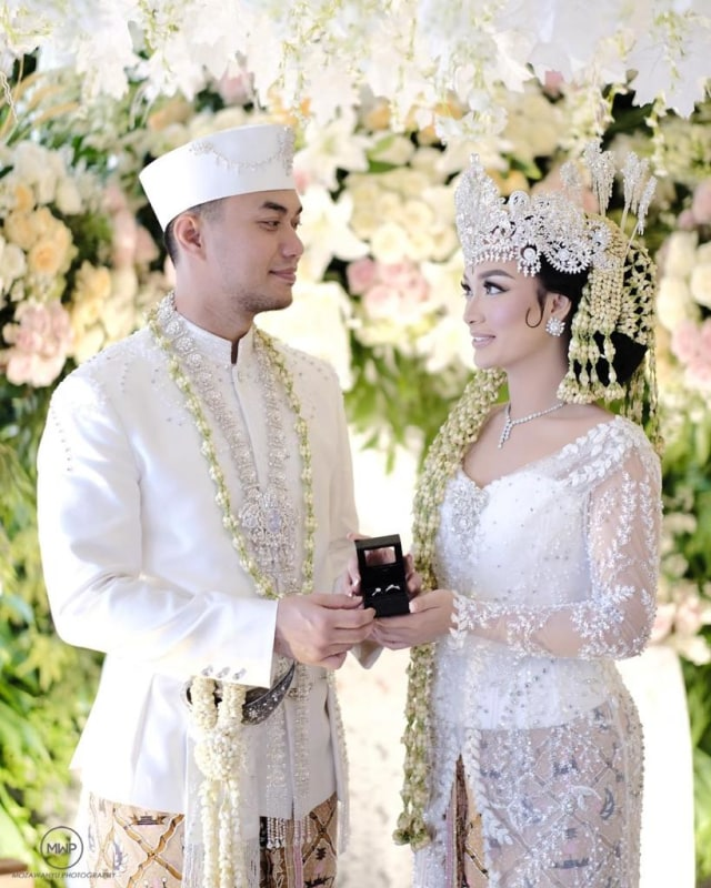 Zaskia Gotik Usai Menikah Resmi secara Negara: Alhamdulillah Punya Buku Nikah (75813)