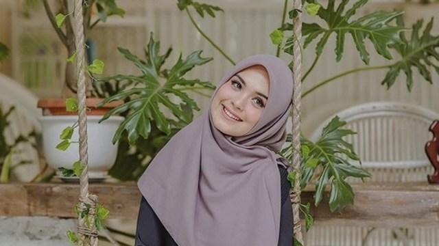 Sontek 10 Gaya Hijab Ala Vebby Palwinta Kumparan Com