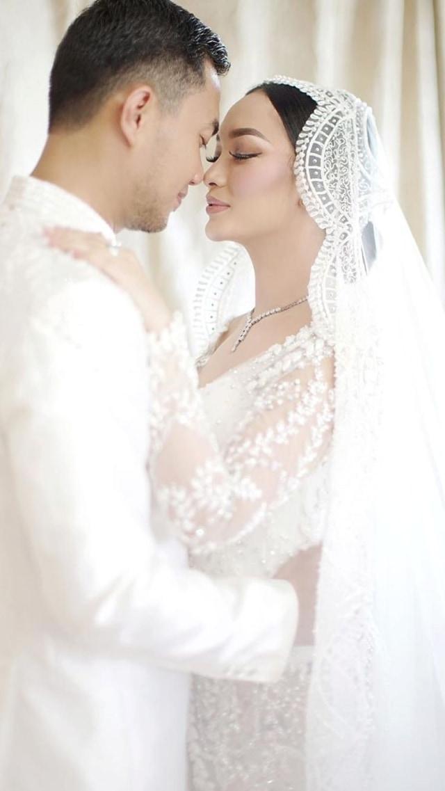 Zaskia Gotik Posting Foto Ngaji Bareng Suami, Netizen: Ya Allah Adem Lihatnya (63938)